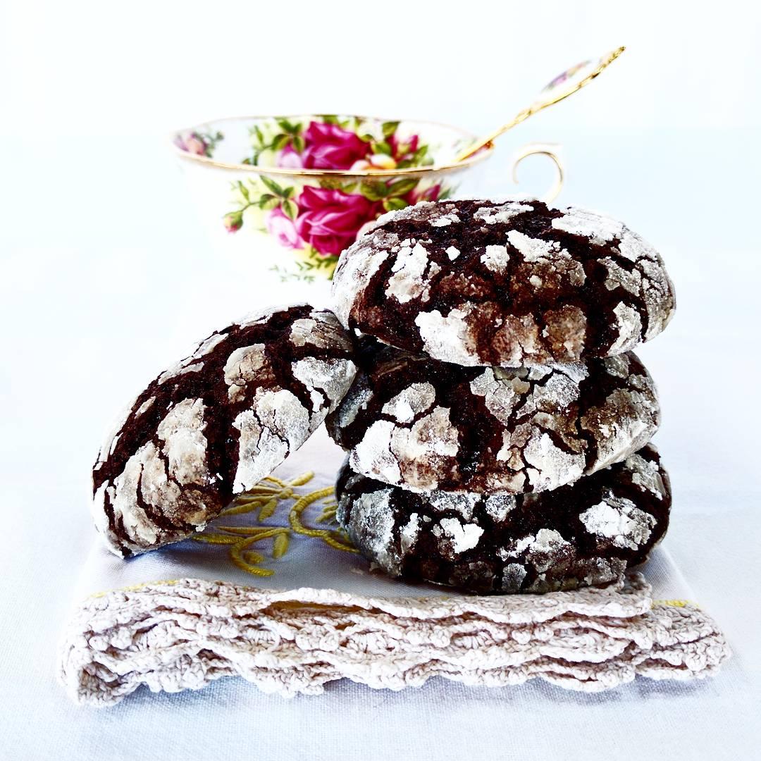 Chocolate crack cookies