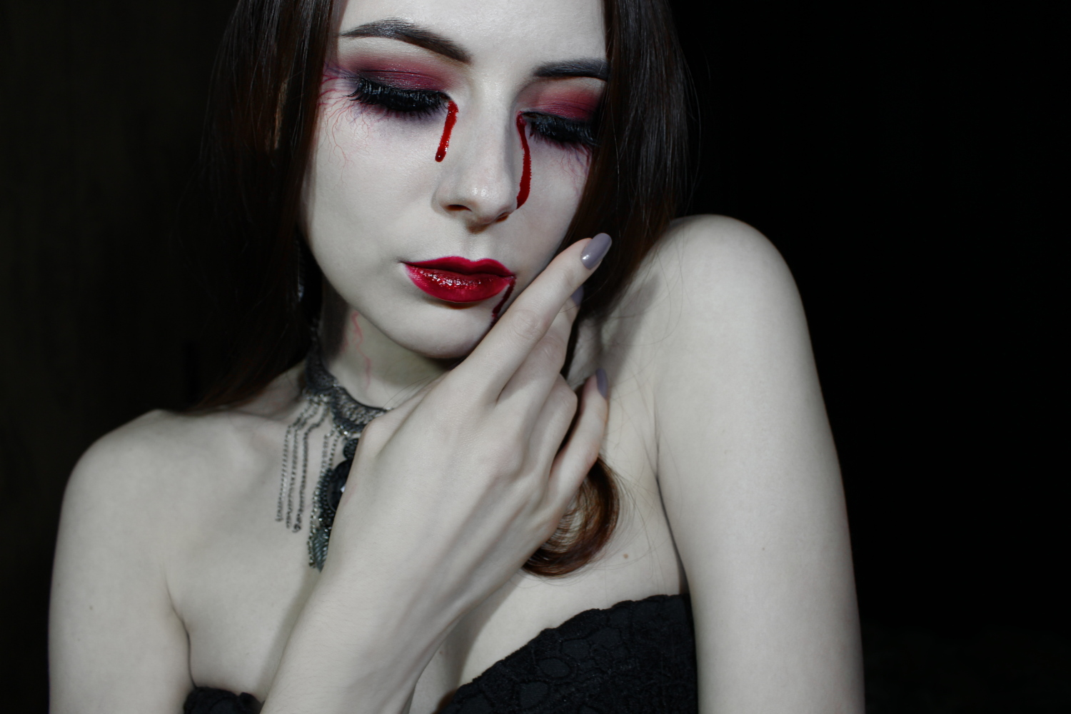 VAMPIRE HALLOWEEN MAKEUP TUTORIAL | EASY SFX VAMPIRE BITE MARK