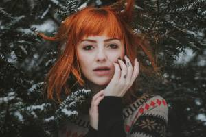 HOW TO CARE FOR DRY HAIR DURING WINTER