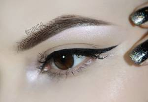 BOLD EYELINER HACK: CHEAT A NEAT, PERFECTLY-DEFINED CAT WING