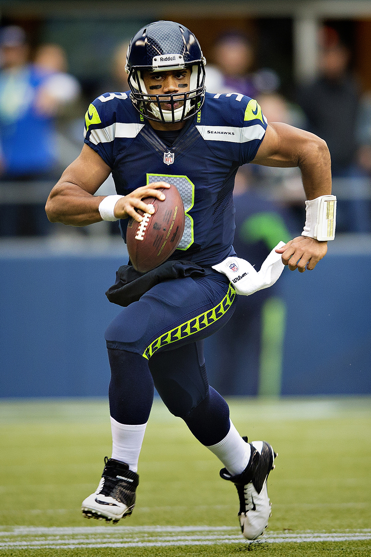 RUSSELL WILSON BECOMES N.F.L.'S HIGHEST PAID PLAYER : CIARA IS WINNING