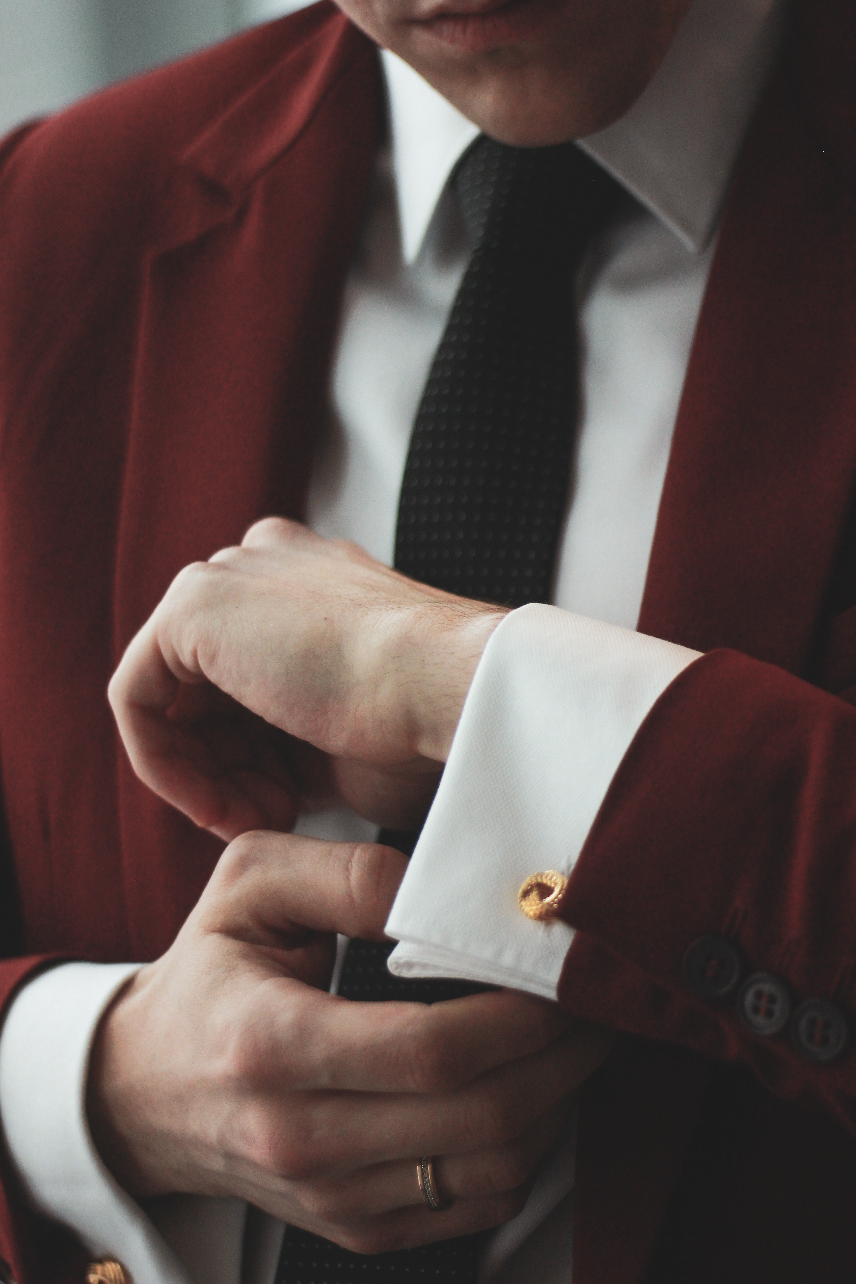 HOW TO TIE A NECKTIE WITH A KENT KNOT