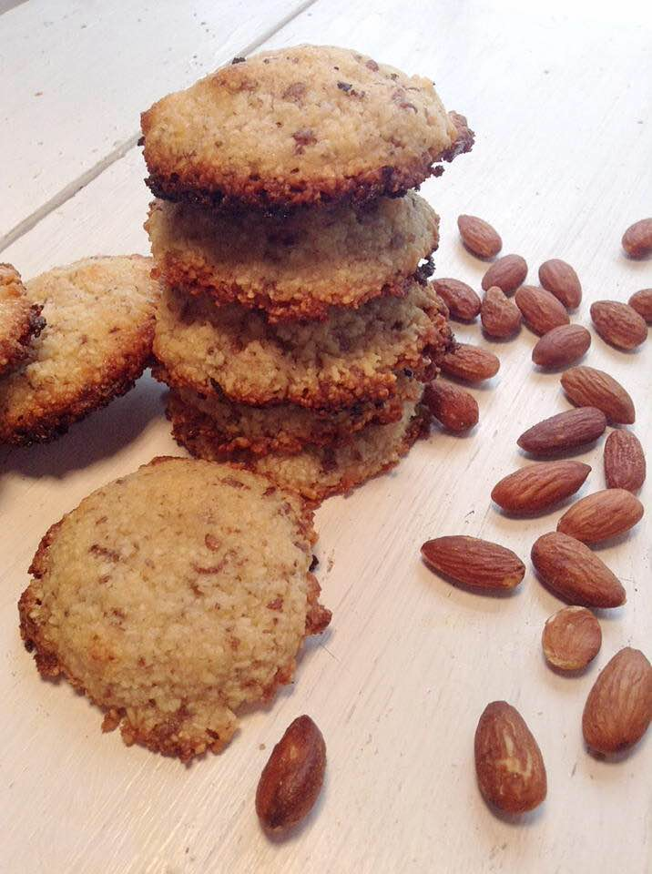 Vegan frangipane cookies
